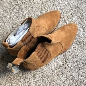 NWT Gap camel suede booties size 8.5